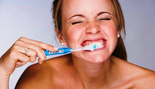 cepillado agresivo dientes
